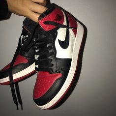 Size in kids is equal to size 7 in women. With box! Jordan Shoes Girls, Air Jordan Shoes, Best Jordan Shoes, Sneakers Fashion, Fashion Shoes, Sneakers Nike, Adidas Shoes, Fashion Outfits, Jordan 1 Retro High