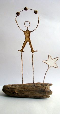 The stong man circus - L'homme fort - La fée Tonnante Paper Pocket, Craft Club, Driftwood Art, Wire Crafts, Wire Art, Diy Accessories, Paper Art, Creations, Place Card Holders