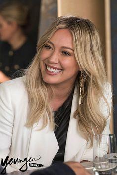 Wigs + Extensions – My hair and beauty Hilary Duff Style, Hilary Duff Makeup, Hillary Duff Hair, Hilary Duff Bikini, Girl Celebrities, Blonde Women, The Duff, Hair Inspiration, My Hair