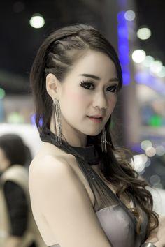 Female Pretty Motor Expo