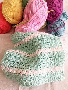 Easy Speed Puff Crochet Washcloth Pattern. Fun and quick free pattern.