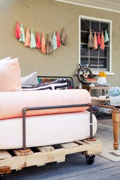 Learn how to build a DIY daybed our of pallets with our original How to Build a Pallet Daybed tutorial! It's easier than it looks (and it looks amazing). - March 10 2019 at Pallet Daybed, Diy Daybed, Pallet Couch, Pallet Patio, Diy Patio, Pallet Furniture, Furniture Projects, Outdoor Daybed, Outdoor Pallet
