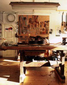 buurman rollan didier (maakt foto) & buurman otto vowinkel (gitaarbouwer)