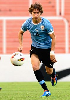 Leanr more about Guillermo Varela, who is set to join Manchester United from Uruguyuan giants Penarol.