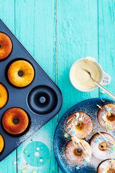 Donitsipelti on oikotie onneen, sillä uunidonitsit onnistuvat ilman uppopaistamista ja rasvalla läträämistä. Donitsipellillä valmistetuista pikkuherkuista puuttuu uppopaistettujen donitsien paistopinta, ja siksi ne muistuttavat kakkutaikinadonitseja. Uunidonitsit voi koristella pyöräyttämällä ne kaneli-sokeriseoksessa tai valuttamalla päälle sulaa suklaata tai kinuskikuorrutusta.