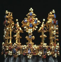 This crown belonged to Richard II's first queen, Anne of Bohemia, and is a fine example of the ornate Bohemian style. After Henry IV's accession it was given to his daughter Blanche, who brought it to Germany when she married the Elector Palatine Ludwig III; it now resides in the Residenz in Munich.