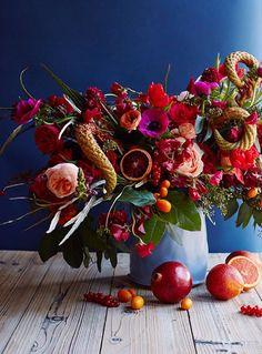 pink and orange Thanksgiving floral arrangement