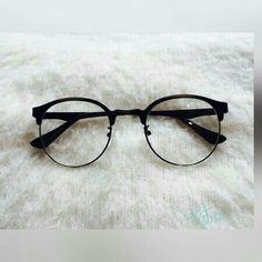 (notitle) - Glasses - - Home Maintenance - No Make Up - Glasses Frames - Homecoming Hairstyles - Rustic House Glasses Frames Trendy, Fake Glasses, Stylish Sunglasses, Cat Eye Sunglasses, Sunglasses Women, Glasses Trends, Lunette Style, Fashion Eye Glasses, Sunglass Frames