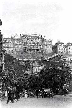 1930 táján. József főhrceg palotája a várban az Alagút felett a Mészáros utca Kristina körút keresteződés felől nézve.