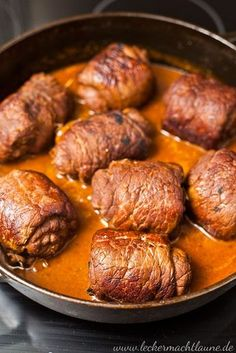 Beef roulades {classic- Rinder-Rouladen {klassiker A recipe for a classic: beef roulades. Meat Recipes, Vegetarian Recipes, Chicken Recipes, Cooking Recipes, Drink Recipes, Easy Dinner Recipes, Easy Meals, Evening Meals, Ground Beef Recipes