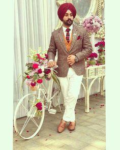 deep🌠 Mens Fashion Suits, Boy Fashion, Green Suit Men, Mens Party Wear, Gents Suits, Punjabi Boys, Men Dress Up, Man Dressing Style, Boys Suits