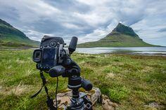 En un par de días estaremos en este mismo sitio de Islandia fotografiando la famosa montaña de Kirkjufell. Pero no es conocida precisamente por ser fotografiada desde este punto de vista. A mí este punto de vista me encanta, no sé si porque la foto habitual está más vista que vista. Hay que cambiar siempre que sea posible.  sergioariasfotografia.es/viajes-fotograficos  #kirkjufell #mountain #iceland #islandia #viajefotografico #sergioarias #viajesconsergioarias @icelandnatural…
