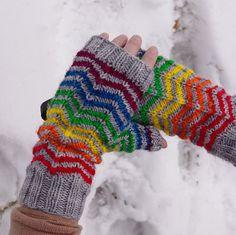 Ravelry: Monstermitts pattern by Julia Allen Knitting Yarn, Knitting Patterns, Crochet Patterns, Knit Mittens, Knitted Gloves, Crochet Needles, Knit Crochet, Knitting Projects, Crochet Projects