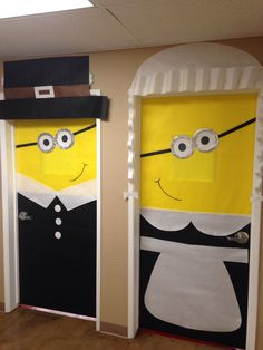 These Thanksgiving Pilgrim theme classroom doors are super adorable!