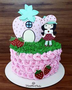 Bolo da Moranguinho: 80 ideias delicadas e tutoriais de como fazer Sweet 16 Birthday Cake, 16th Birthday, Cupcakes, Strawberry, Desserts, Food, Strawberry Shortcake Birthday, Pastry Art, Cake Photos