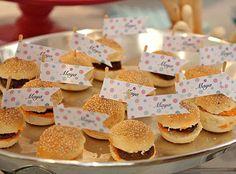 Mini hamburguesas personalizadas con la fecha de tu boda
