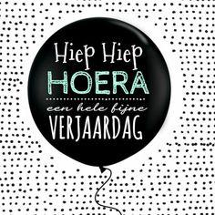 Leuke hippe verjaardagskaart! Je kan ook zelf een leuke tekst op de ballon zetten.