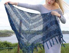 Nightfall - Free crochet pattern for triangle shawl - Annie Design Crochet Crochet Shawl Diagram, Crochet Shawl Free, Basic Crochet Stitches, Easy Crochet, Crochet Scarfs, Crochet Afghans, Crochet Cardigan, Crochet Clothes, Crochet Skull Patterns