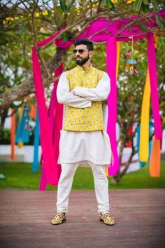 Daytime mehndi function or Roka ceremony, you can pull off the look by wearing a floral print outfit. The prints can vary from light & warm colours to the dark & pop colours, whichever way it is, you can easily slay the look. Wedding Dresses Men Indian, Wedding Outfits For Groom, Wedding Dress Men, Wedding Suits, Wedding Wear, Wedding Parties, Wedding Attire, Wedding Events, Weddings