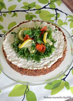 Kylmäsavulohimoussekakku Cheesecakes, Camembert Cheese, Dairy, Food And Drink, Baking, Recipes, Quiches, Drinks, Drinking