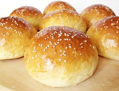 Citromhab: Hamburgerzsemle Sweet Pastries, Bread And Pastries, Pastry Recipes, Cooking Recipes, Healthy Homemade Bread, Bread Dough Recipe, Bread Rolls, How To Make Bread, Winter Food