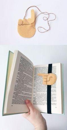 Make the most creative bookmarks Creative Bookmarks, Diy Bookmarks, Crochet Bookmarks, Felt Diy, Felt Crafts, Diy And Crafts, Paper Crafts, Wood Crafts, Felt Bookmark