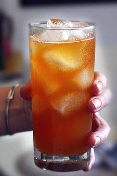 Earl Grey Infused Vodka and Lemonade - https://it.pinterest.com/RebaRossetti/recipes-cocktails/