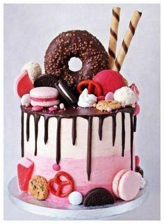 Candy Birthday Cakes, Beautiful Birthday Cakes, Candy Cakes, Cupcake Cakes, Donut Cakes, Cute Desserts, Delicious Desserts, Drip Cakes, Sweet Cakes