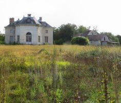 """Château de La Muette 78600 Maisons Laffitte, dans la forêt de St Germain en Laye. Il ne reste rien du pavillon de François I°. Le pavillon Louis XV est visible de l'extérieur mais ne se visite pas. Le château de La Muette est représenté sur 3 gravures, qui sont quasiment les seuls documents graphiques disponibles sur le chateau """"Les plus excellents bastiments de France"""" Androuet du Cerceau"""