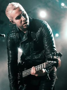i'ma go on a pete wentz spam hold on Peter Wentz, Music Pics, Music Stuff, Soul Punk, Patrick Stump, Rock Songs, Latest Albums, Dear Future, Fall Out Boy