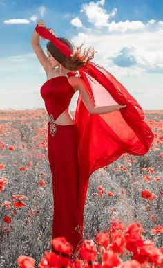 woman in red -fashion Color Splash, Color Pop, Girl Photography, Fashion Photography, Black And White Colour, Red Black, Red Fashion, Shades Of Red, Beautiful Images