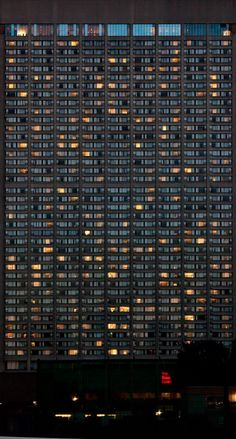 The Built Environment - Andreas Gursky_Si plein et si vide! Andreas Gursky, Pattern Photography, Urban Photography, Street Photography, Building Photography, Minecraft Banner Designs, Robert Doisneau, Built Environment, Urban Landscape