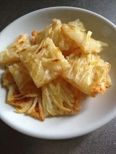 Super easy ♪ ♪ Crispy grilled potato and cheese ☆ servings) Two in potatoes If it is small, three Cheese suitable for pizza Unique Recipes, Asian Recipes, Healthy Recipes, Appetizer Salads, Appetizer Recipes, Appetizers, Fromage Cheese, Sushi, Cafe Food