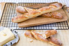 The little Thermomix mini baguettes are perfect mini sandwiches, for dipping and to get the kids involved in the kitchen. Bread Recipes, Cooking Recipes, Healthy Recipes, Healthy Food, Thermomix Bread, Thermomix Desserts, Baguette Recipe, Mini Sandwiches, Bread And Pastries