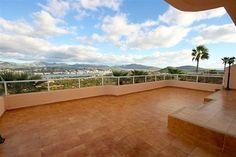 Fin lägenhet med stora terrasser och härlig havsutsikt i Santa Ponsa