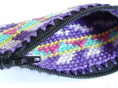 little pouch with tapestry crochet