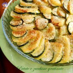 Patate e zucchine gratinate-ricetta contorni-golosofia I Love Food, Good Food, Easy Cooking, Cooking Recipes, Vegetarian Recipes, Healthy Recipes, Veggie Dishes, Antipasto, I Foods