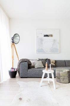 Home interior Design Videos Living Room Hanging Plants Link – Right here are the best pins around Coastal Home interior! Interior Ikea, Living Room Interior, Home Living Room, Living Room Decor, Living Spaces, Interior Shop, Interior Plants, Apartment Interior, Scandinavian Interior