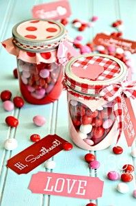 Surprise your loved ones with these easy DIY Valentines mason jar gifts this year! These mason jar gifts are perfect for Valentines day. Valentines Day Treats, Valentines Day Decorations, Valentine Day Crafts, Love Valentines, Handmade Valentine Gifts, Valentine Gifts Ideas, Handmade Gifts, Kids Crafts, Jar Crafts
