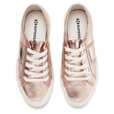 Superga Women's 2750 Cotmetu Trainers - Rose Gold ($62) ❤ liked on Polyvore featuring shoes, sneakers, white lace up sneakers, superga shoes, white sneakers, white low top sneakers and rose gold metallic shoes