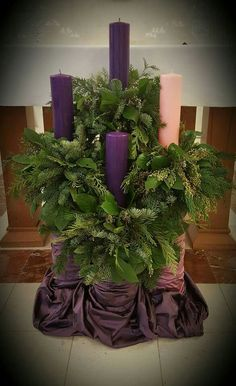 Advent (blue candles, though) Altar Flowers, Church Flower Arrangements, Church Flowers, Church Altar Decorations, Church Christmas Decorations, Catholic Altar, Altar Design, Church Stage Design, Advent Candles