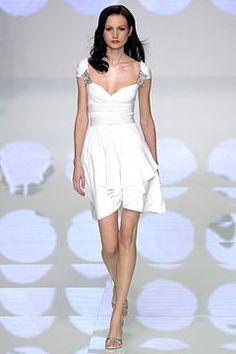 Sfilata Valentino Parigi - Collezioni Primavera Estate 2004 - Vogue