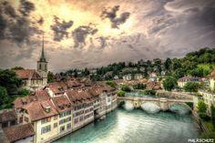 Bonjour, temps maussade à Genève, petite ballade en été à Berne sur l'Unterbrücke :)