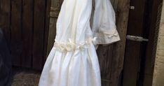 tenda in misto lino con balza sul fondo e rose in tessuto