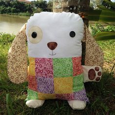 Dog cushion with patterns - Free patterns Sewing Crafts, Sewing Projects, Softie Pattern, Free Pattern, Fabric Animals, Operation Christmas Child, Fabric Toys, Sewing Dolls, Toy Craft