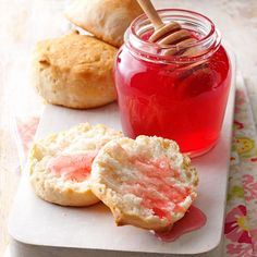 Rose Petal Honey Recipe- Recipes This delicious recipe is a perfect topping for toast or English muffins. It is so simple to make and will impress guests at tea. Do It Yourself Food, Jam And Jelly, Flower Food, Rose Food, Tasty, Yummy Food, Honey Recipes, Mets, Macaron