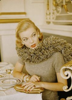 An attention-getting (and no doubt very cozy) scarf/boa if ever there was! #vintage #1950s #fashion #scarf
