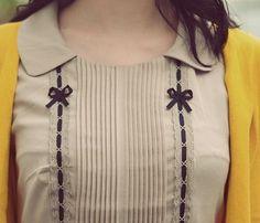 Sewing Blouse Pintucks, Bows and Ribbon Dress Neck Designs, Sleeve Designs, Blouse Designs, Salwar Neck Designs, Kurta Designs Women, Retro Mode, Vintage Mode, Vintage Style, Kurta Neck Design