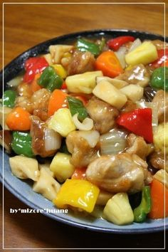 台湾では【糖醋里肌】という料理です!パイナップルと甘酢あんの相性が抜群!鶏肉が軟らかくて、ヘルシーでご飯が進むよ♪