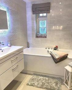 Bathroom Design Small, Bathroom Interior Design, Modern Bathroom, Bathtub Decor, Gray And White Bathroom, Bathroom Goals, Bathroom Renovations, Bathroom Inspiration, New Homes